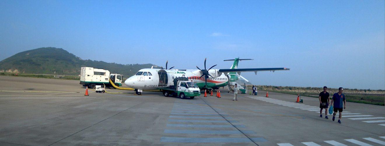 UNI Aircraft ATR 72 600 B 17007 in Matsu Beigan Airport 20180513 立榮航空 ATR 72-600 台北松山飛馬祖北竿機場降落進場過程