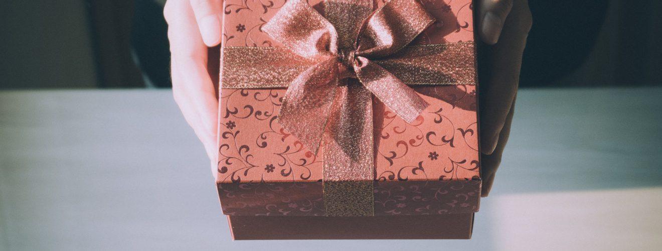 中華電信母親節促銷:行動網路吃到飽 299、399、499、599 元優惠方案解析 adult birthday birthday gift box