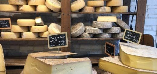 board cheese food Wooden frame Dairy products shop knife 天然乳酪、加工起司的正確保存方法,讓起司的新鮮風味不流失