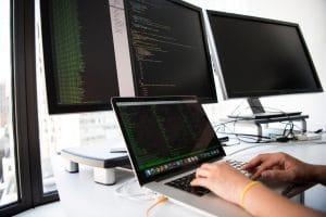 monitor Program screen macbook apple Language Window Office 在 Google GCP 雲端平台與 Bluehost 架設 WordPress 的網速效能比較