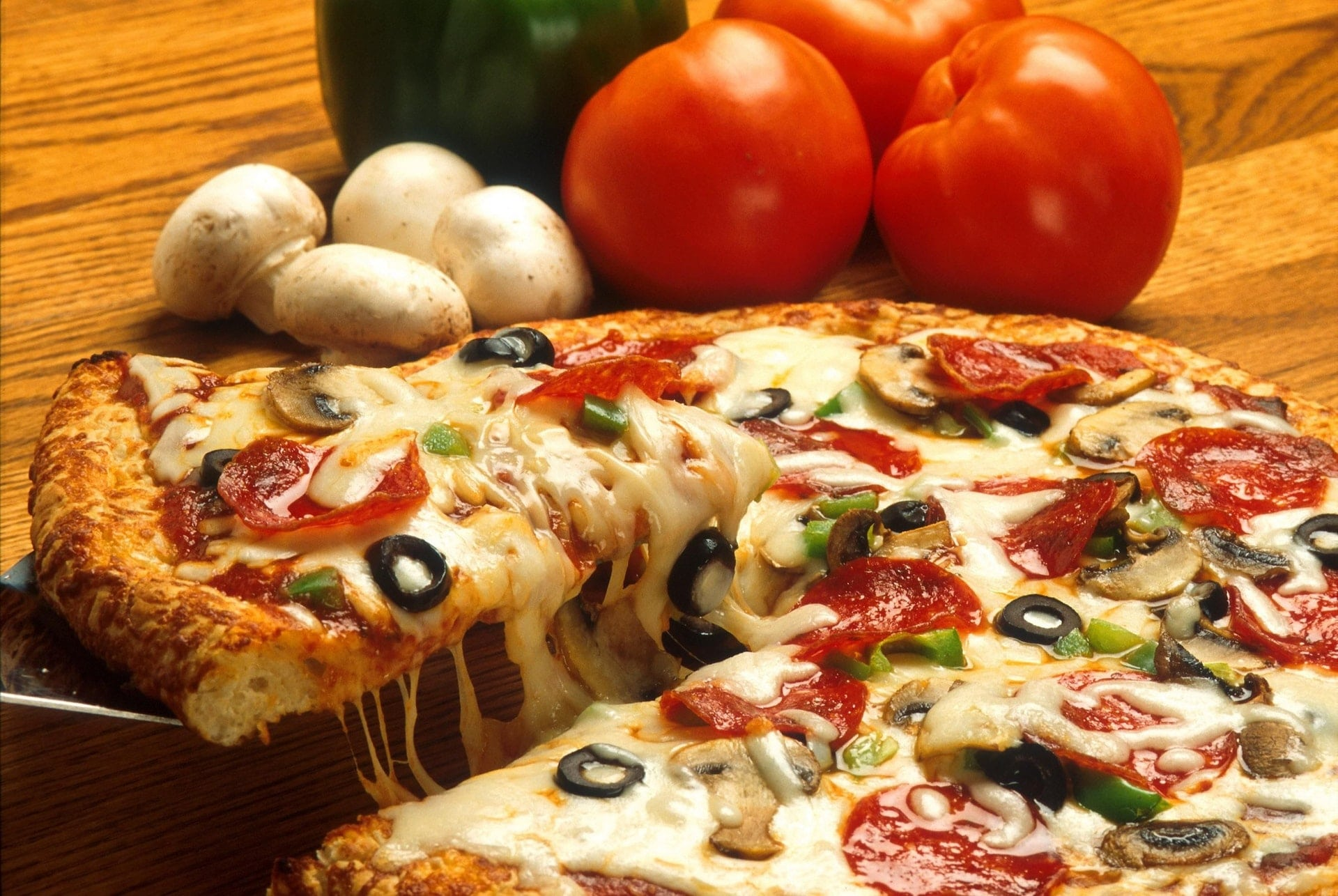vegetables italian pizza restaurant cheese tomato mushroom black olive food 天然乳酪、加工起司的正確保存方法,讓起司的新鮮風味不流失