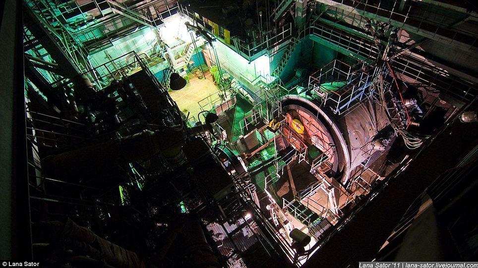 Secret Photography NPO Energomash factory of Russia 07 俄羅斯少女 Lana 秘密潛入莫斯科火箭工廠