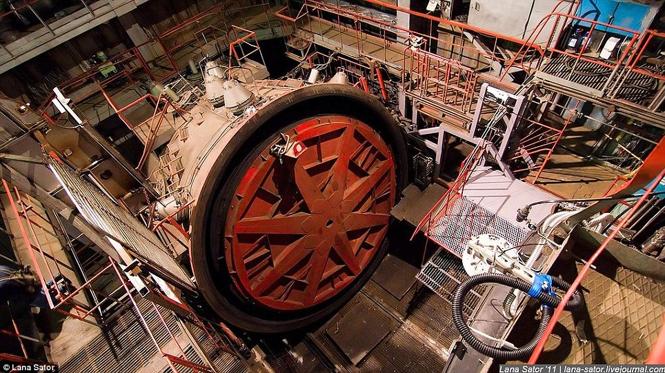 Secret Photography NPO Energomash factory of Russia 08 俄羅斯少女 Lana 秘密潛入莫斯科火箭工廠