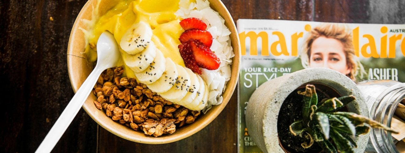 icecream strawberries banana bowl toppings Plastic spoon magazine 幼童使用塑膠湯匙要當心 常意外割喉傷胃