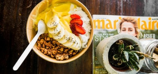 icecream strawberries banana bowl toppings Plastic spoon magazine 幼童使用塑膠湯匙要當心 常意外割喉傷胃