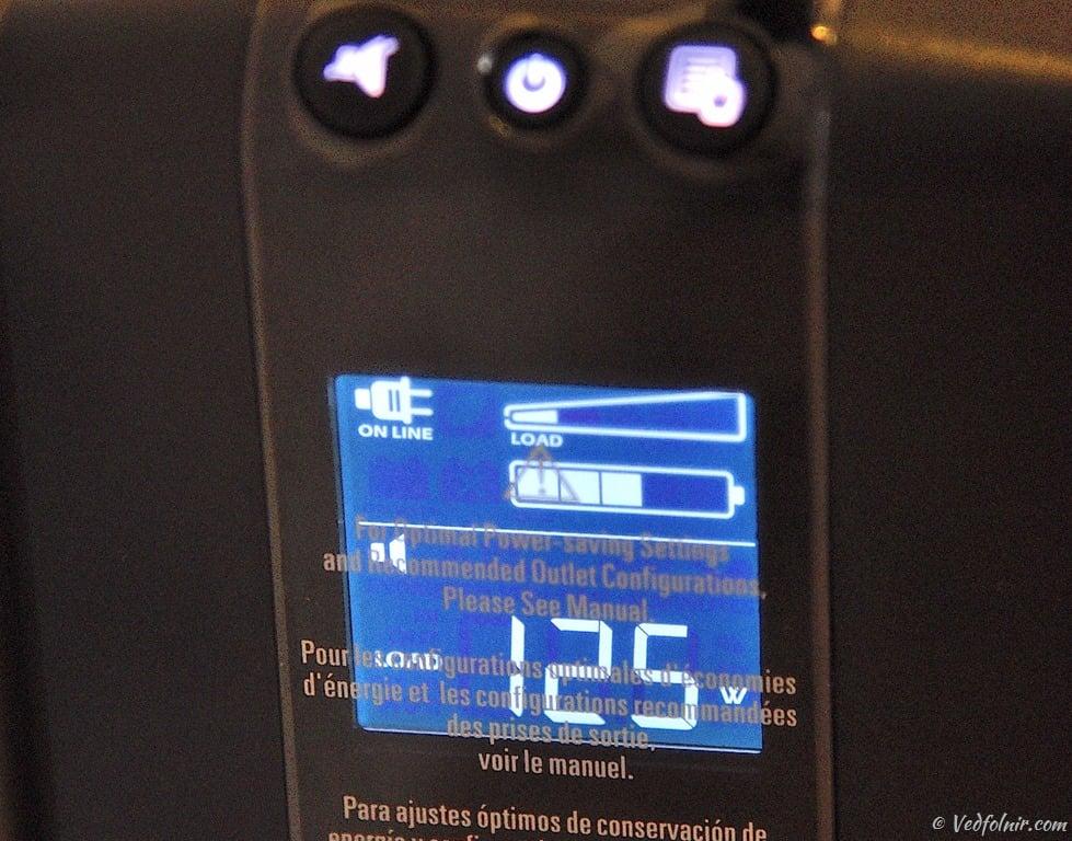 再按一次顯示切換按鈕,顯示目前總負載的耗電瓦數。