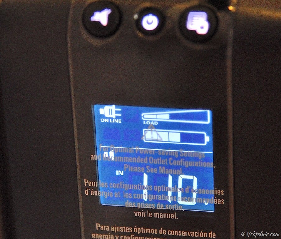 按下顯示切換按鈕,顯示市電電壓值。
