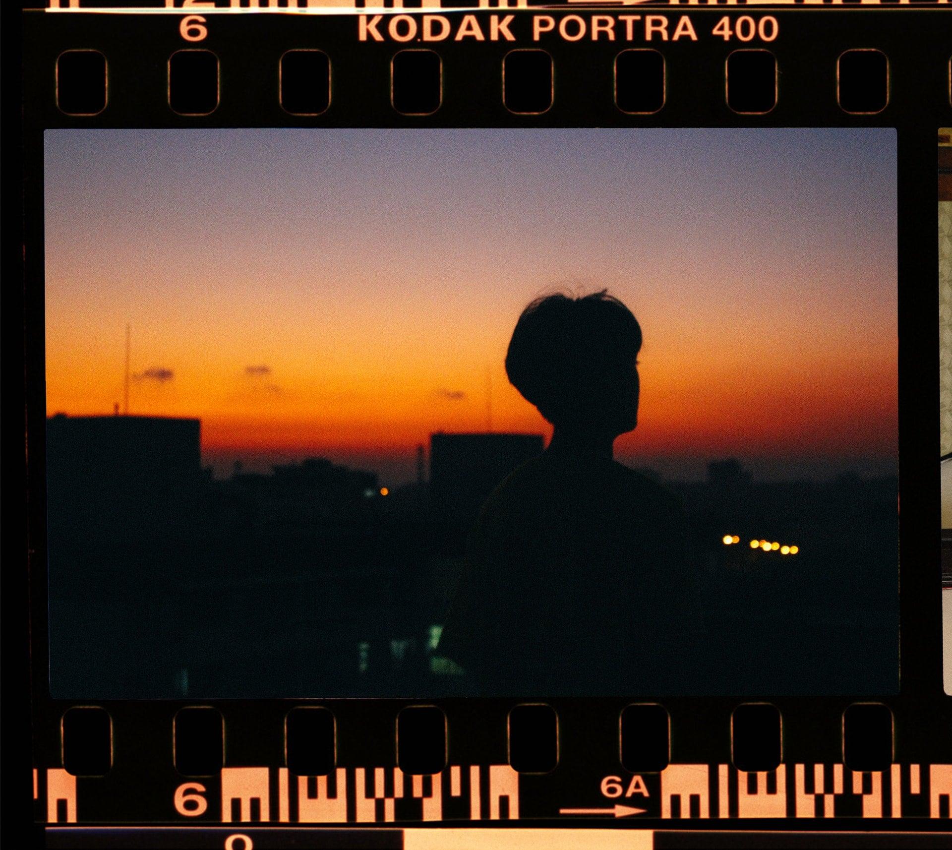 cinematography film negative Kodak Portra 400 ISO Sunset 旅行攝影 5+1 拍照技術教學 📷 記錄下精彩的旅途風景