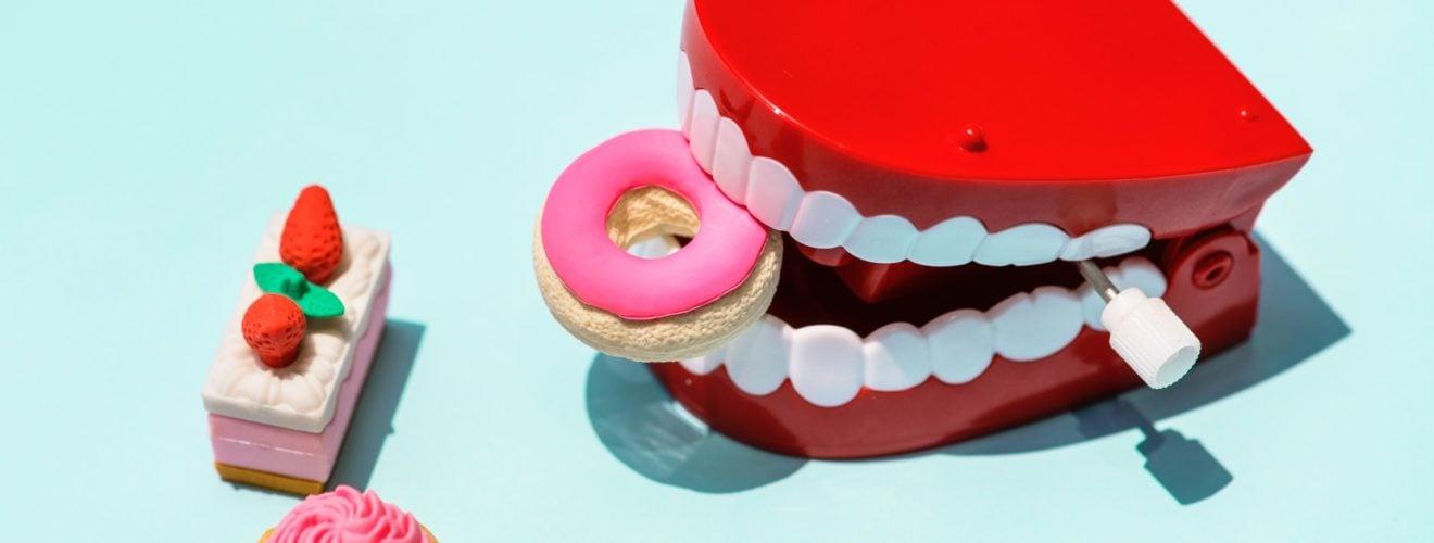sweet cake candy mouth plastic toy food plastic toys teeth 牙科診所 Benzocaine 口腔止痛藥禁止 2 歲以下嬰幼兒童使用