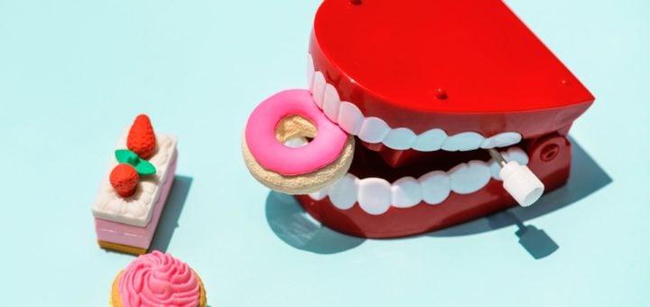 sweet cake candy mouth plastic toy food plastic toys teeth FoodPanda 與 UberEat 外送餐廳美食缺失全額退費經驗談