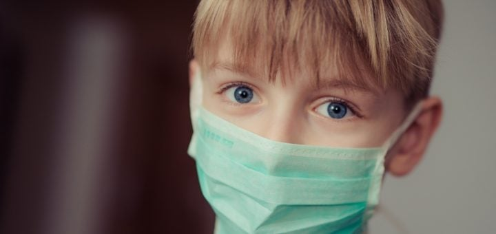 boy wearing medical surgical mask N95 醫用口罩可重複使用次數、可連續使用多長時間探討