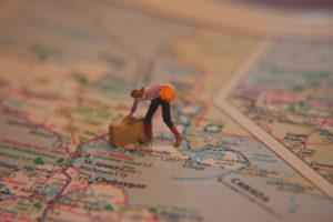 外國網咖 Internet Cafe 裡孤寂的自助旅行者鄉愁(超稀有中文輸入法) Doll luggage map woman