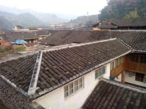 青年旅舍二樓走道望向村中的景觀